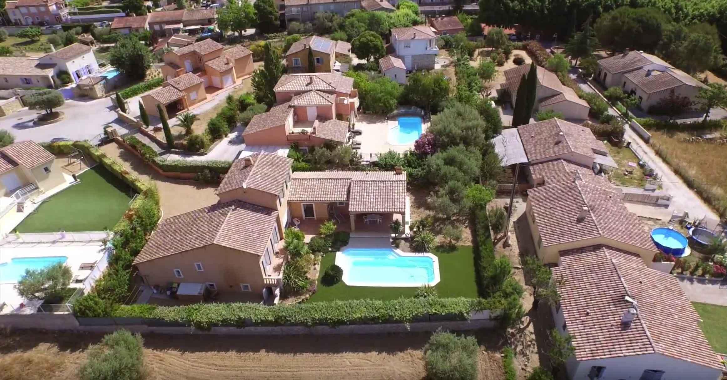 vue aérien en drone d'une maison